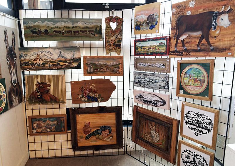 exposition de peintures sur bois et poyas